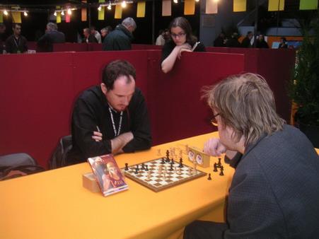 Le grand maître scandinave Jason affronte Ed Tourriol aux échecs